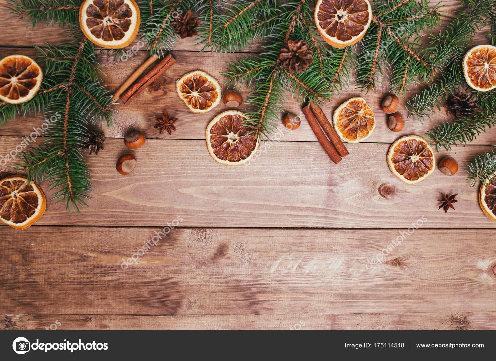 Decorazioni In Legno Per Albero Di Natale : Natale o capodanno marrone fondo di legno decorazione di cibo di