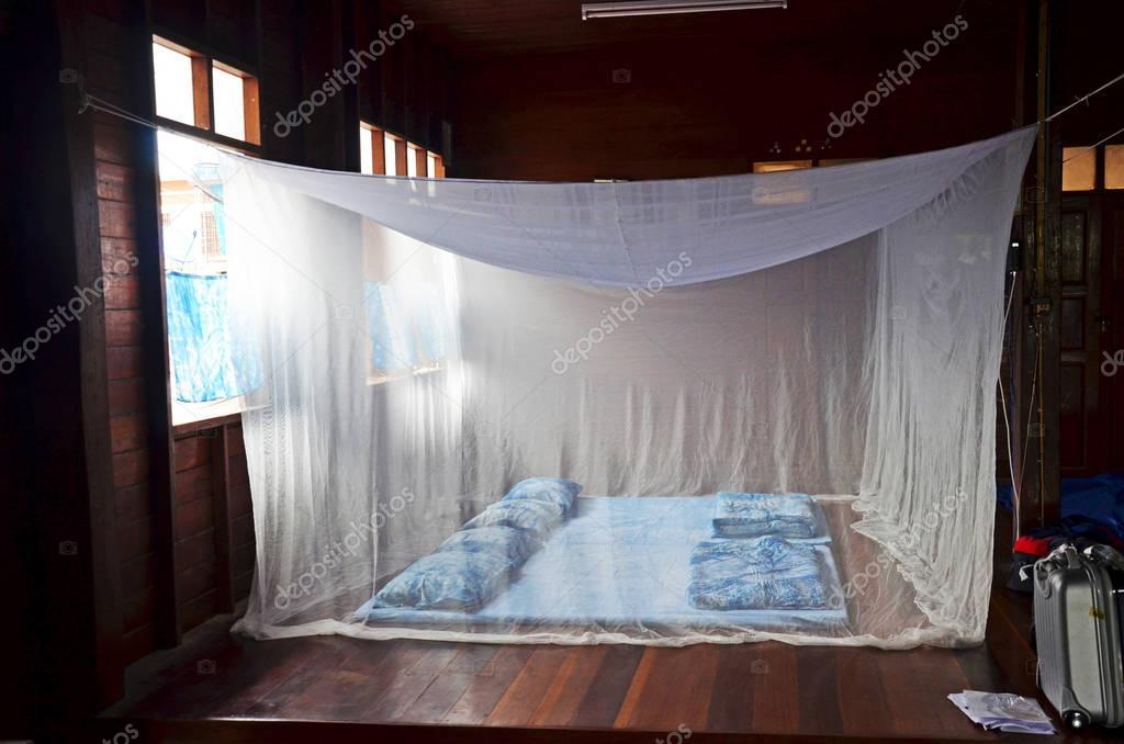 Zanzariera Da Letto : Camera da letto e indaco sonno set vecchio stile con zanzariere in