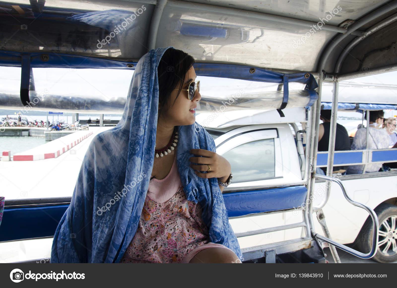 Asiatische Frauen abholen