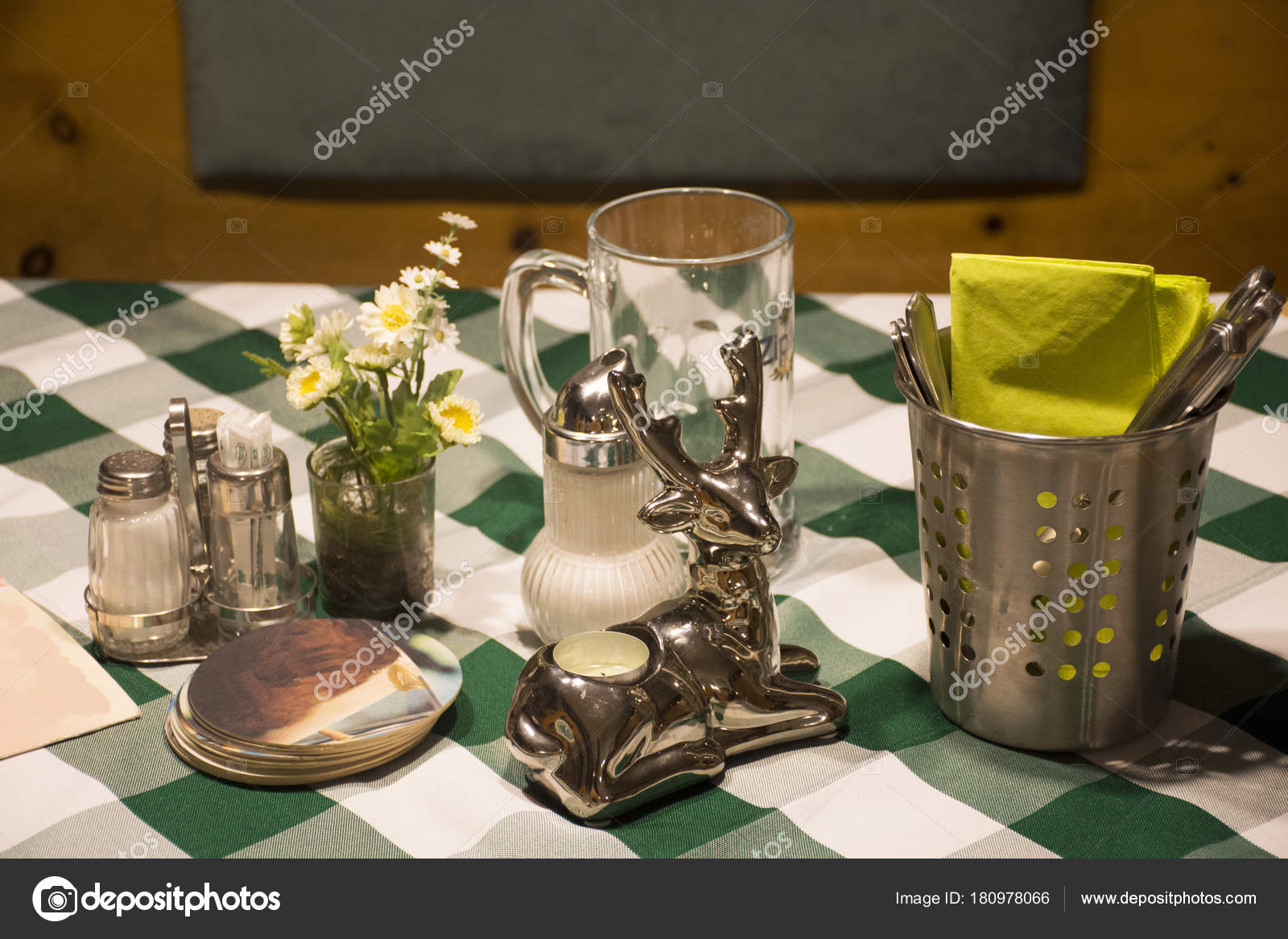 Dining Accessories For Eat On Table In Dining Room At Restaurant - Restaurant table accessories