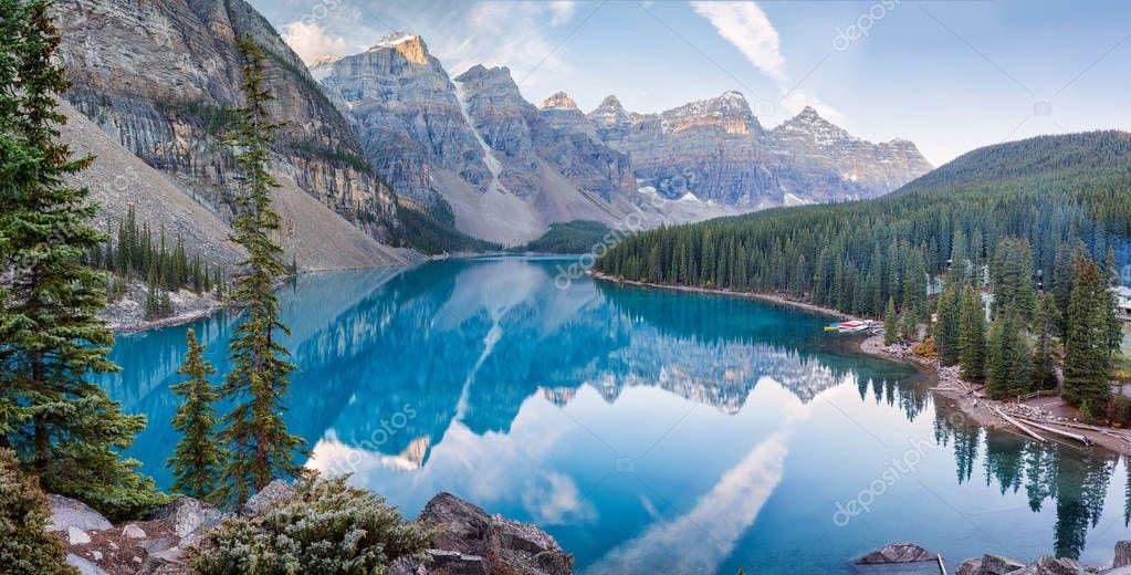 Фотообои Moraine lake sunrise in Banff National Park