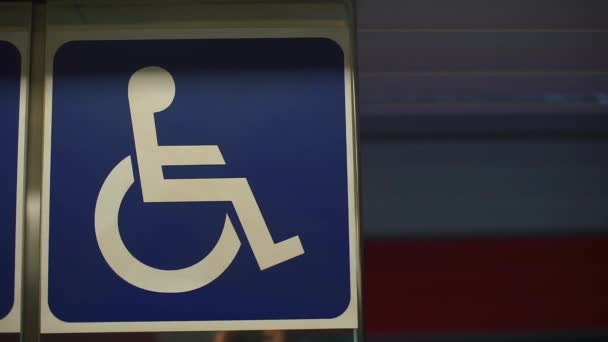 Zeichen einer behinderten Person am Flughafen