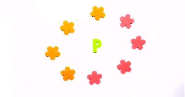 Az angol ábécé P betűje. Táncoló levél fehér háttérrel
