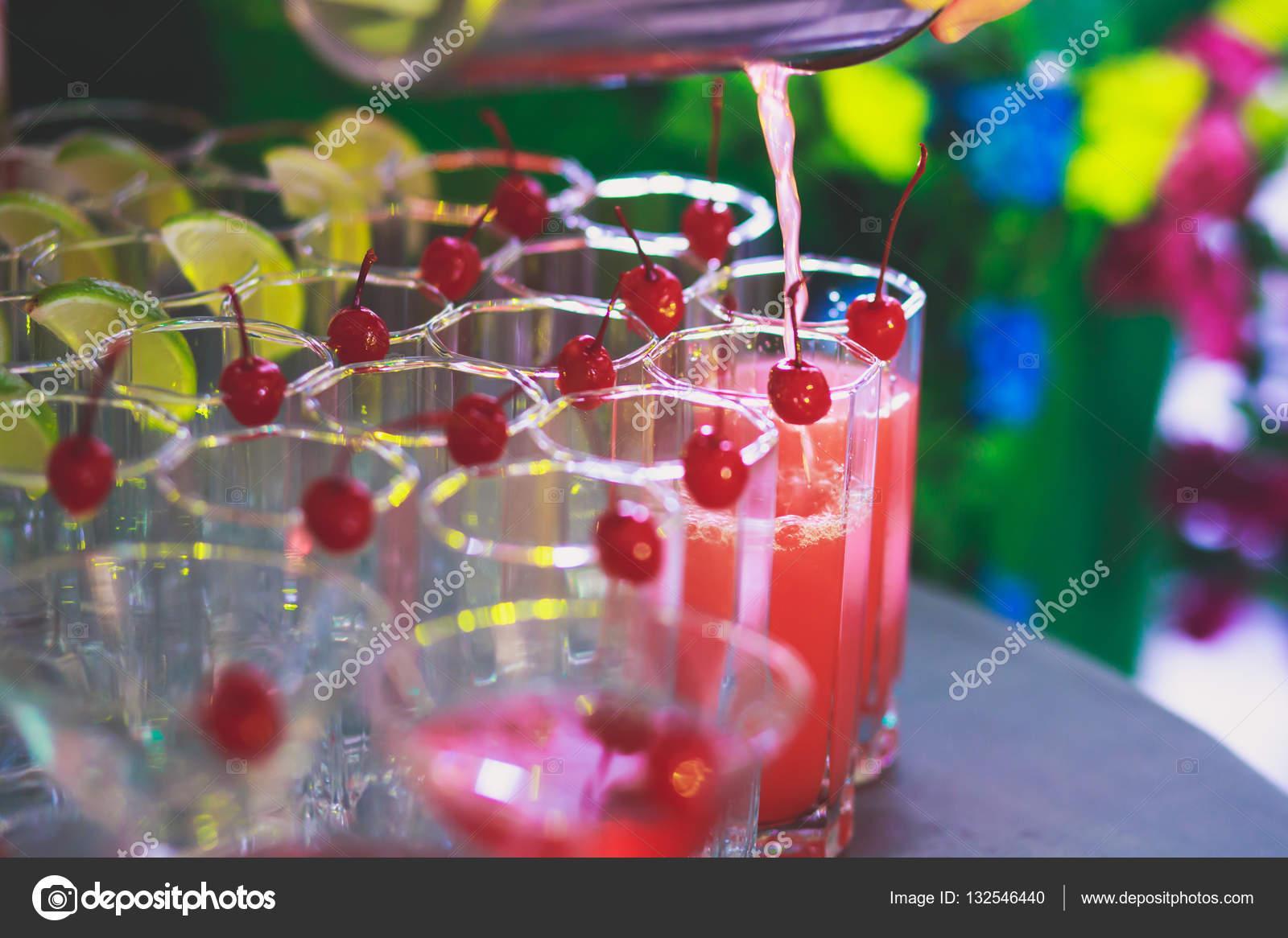 Piękny Wiersz Wiersz Różne Kolorowe Koktajle Na Imprezę