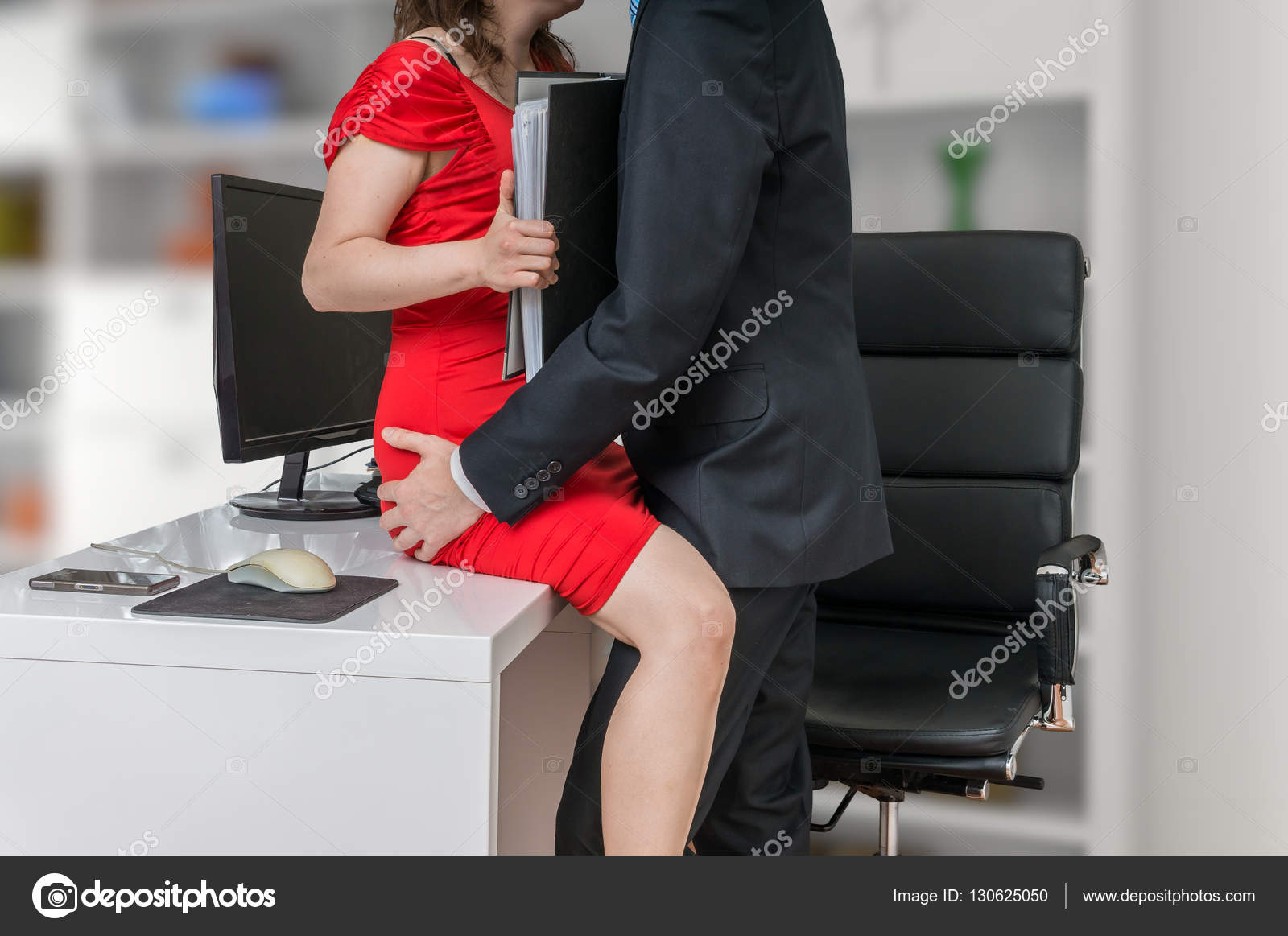 Смотреть трахнул сантехник чужую жену, Сантехник трахает на полу кухни чужую ебливую жену 21 фотография