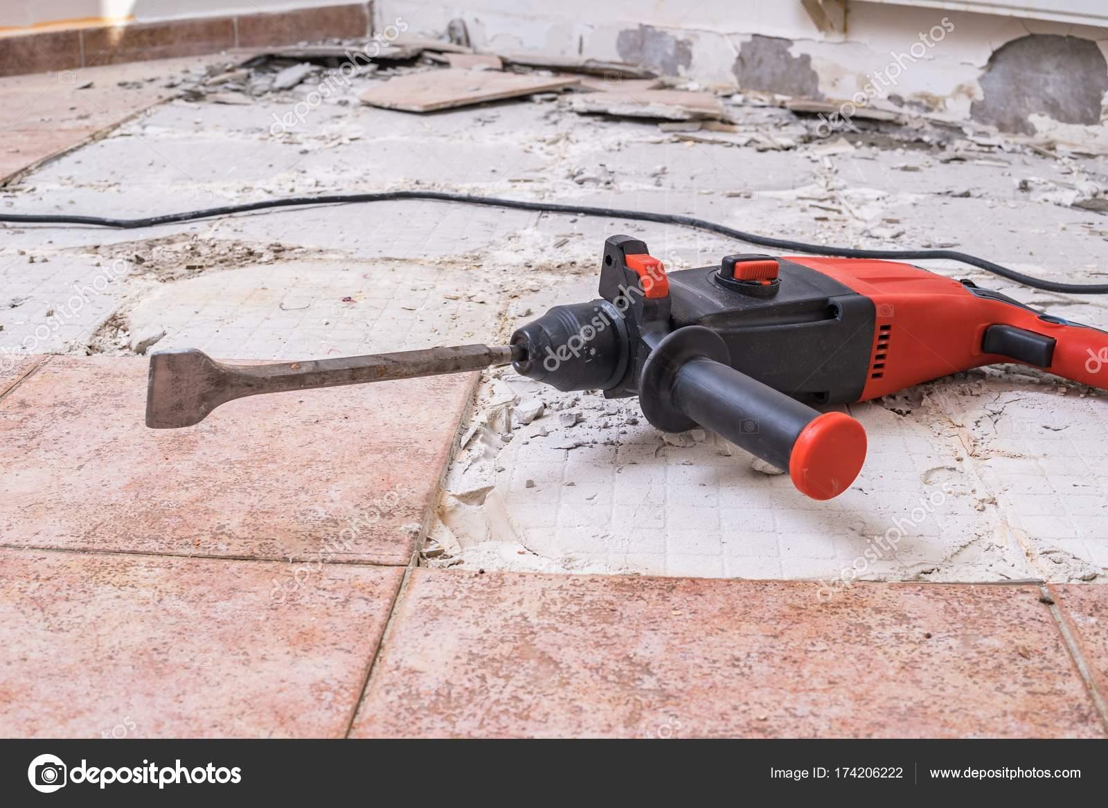 Boren In Tegels : Oude tegels te verwijderen jackhammer boren sloop hamer op f