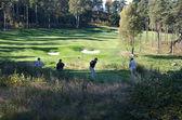čtyři golfové hráče v kopcích gollf klubu