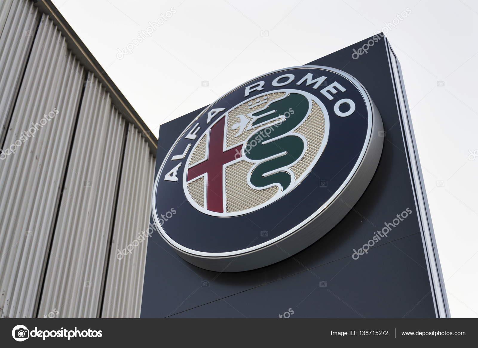 Alfa Romeo Auto Logo Op Dealer Voortbouwend Op 20 Januari 2017 In