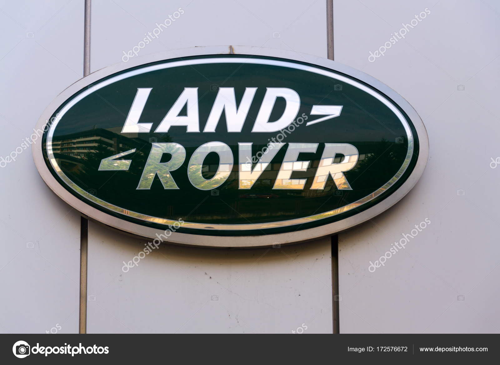 Land Rover Car Company Logo On Dealership Building Stock Editorial