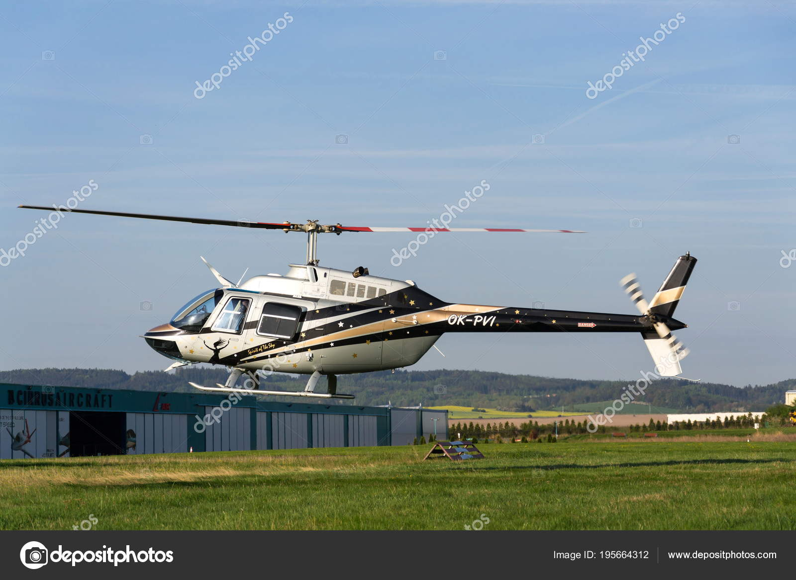 Elicottero Jet Ranger : Bell jet ranger elicottero foto immagine stock alamy