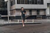 Fotografia sportivo uomo che corre