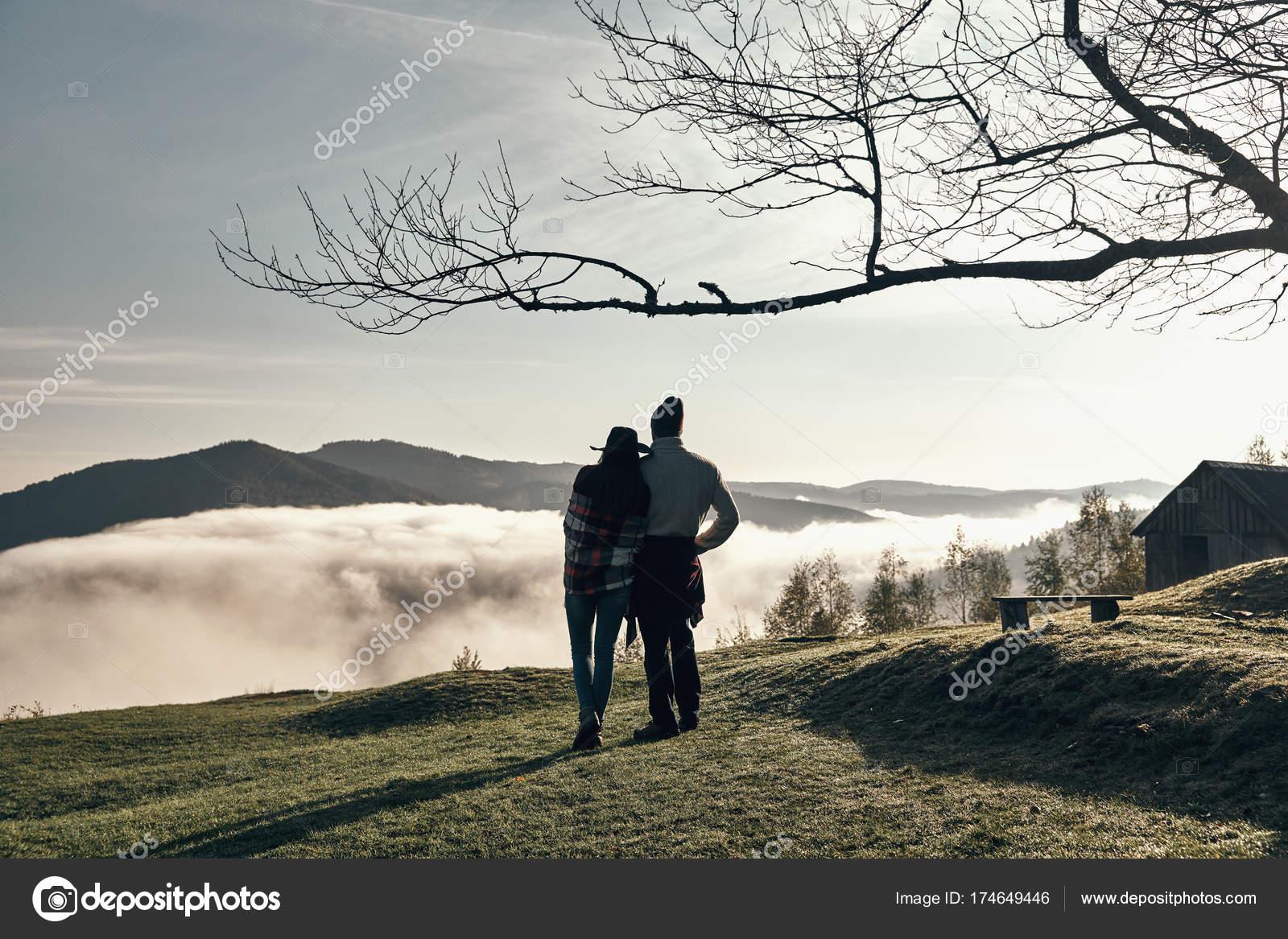 Couple De Voyageur Amoureux Foto De Stock Gstockstudio