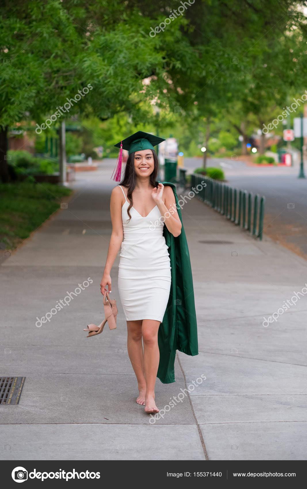Foto De Graduación De Universidad En El Campus De La