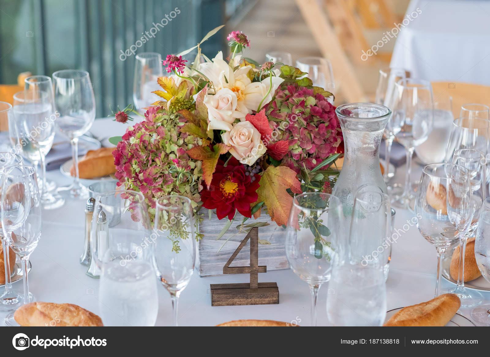 Herbst Hochzeit Blumen Herzstuck Stockfoto C Joshuarainey 187138818