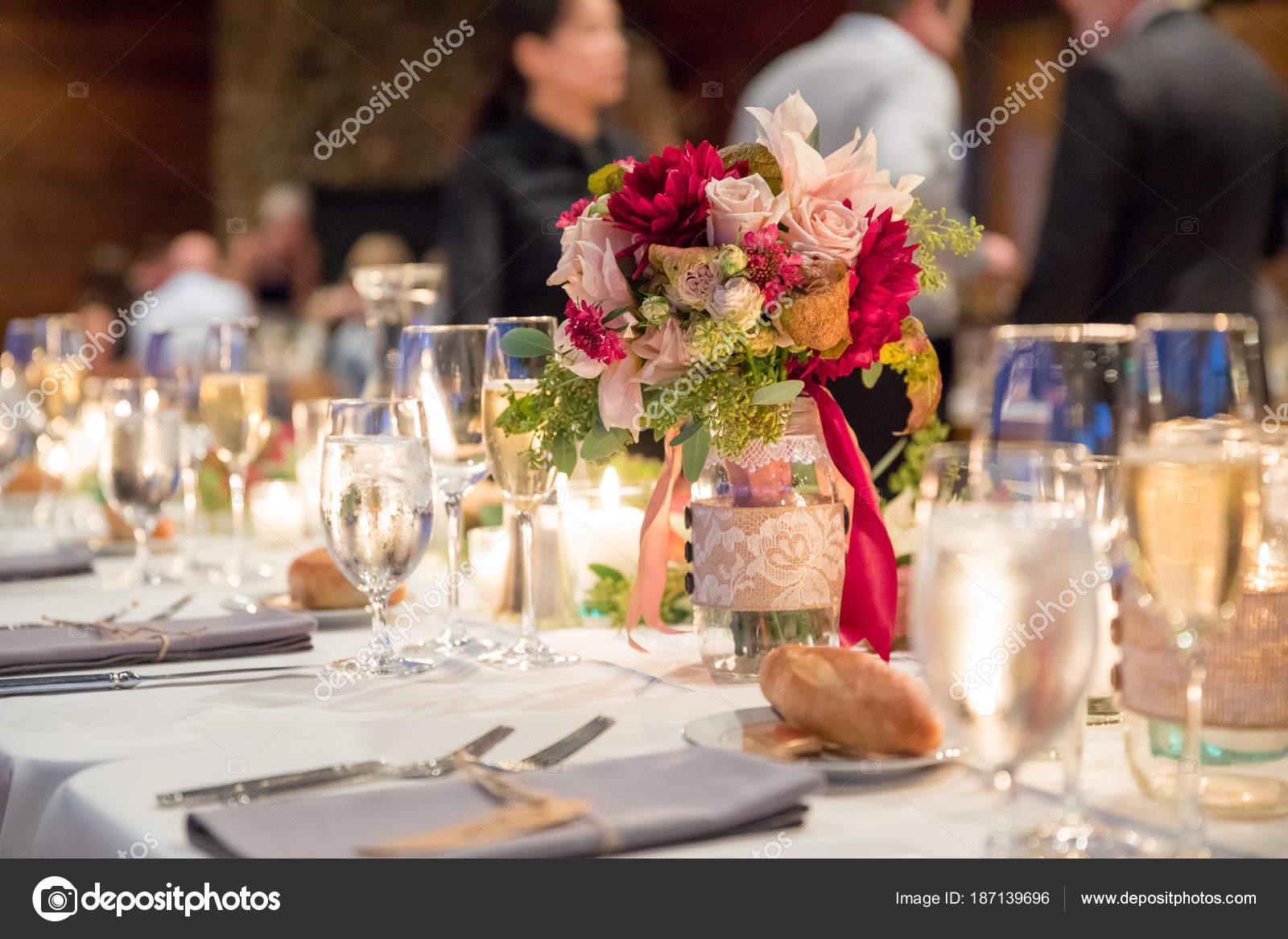 Herbst Hochzeit Blumen Herzstuck Stockfoto C Joshuarainey 187139696