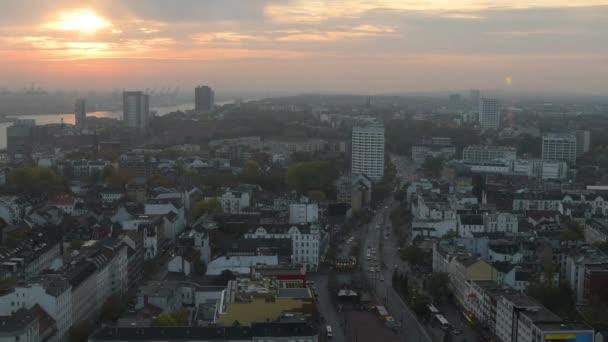 západ slunce s výhledem na město