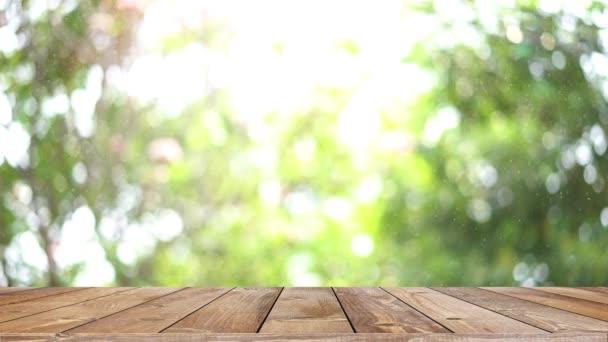 Dřevěné police stolu a bokeh světlo pozadí produktu displej