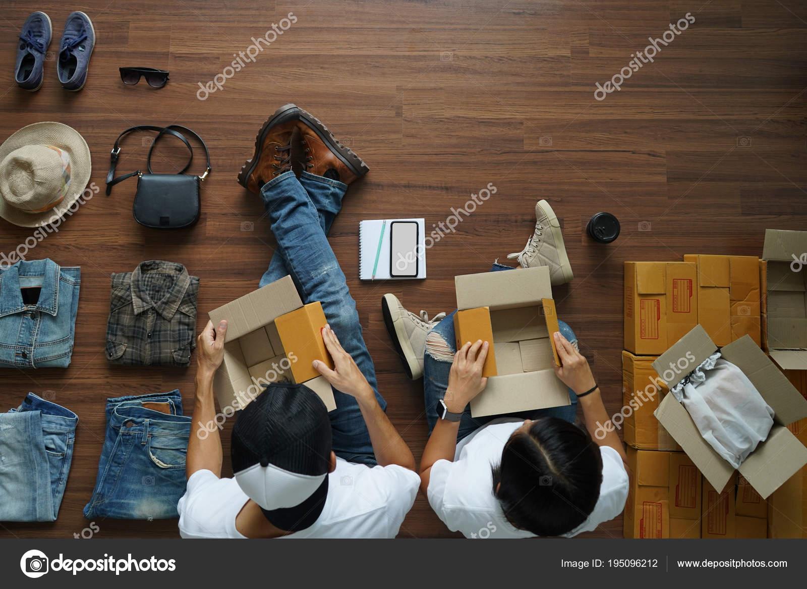 Miglior prezzo comprare nuovo nuovo stile e lusso Vendita concetto idee online, uomo e donna con accessori di ...
