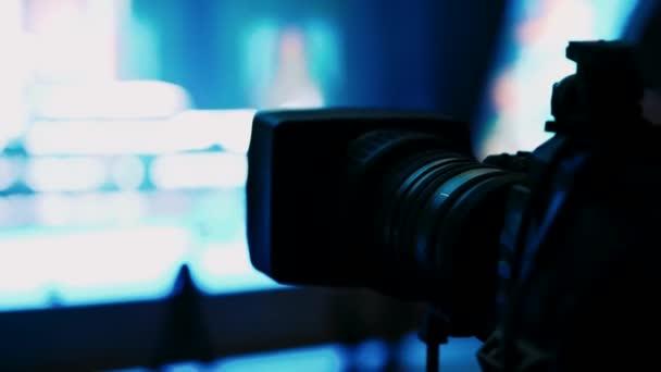 televizní filmová scéna pro hvězdy. Příprava na koncert. Kamera pořizuje scénu.