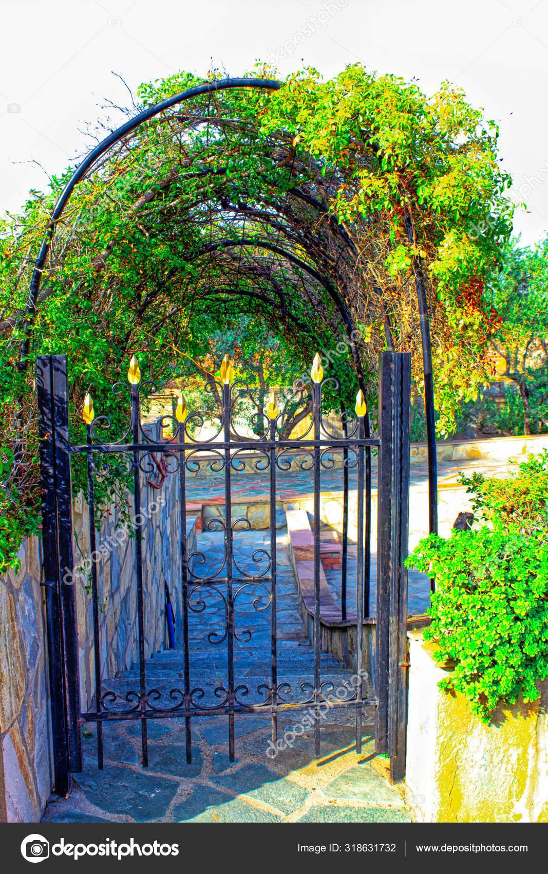 Garden Metal Door Steel Fence Residential House Modern Style Art Stock Photo C Fatamorgana 999 318631732
