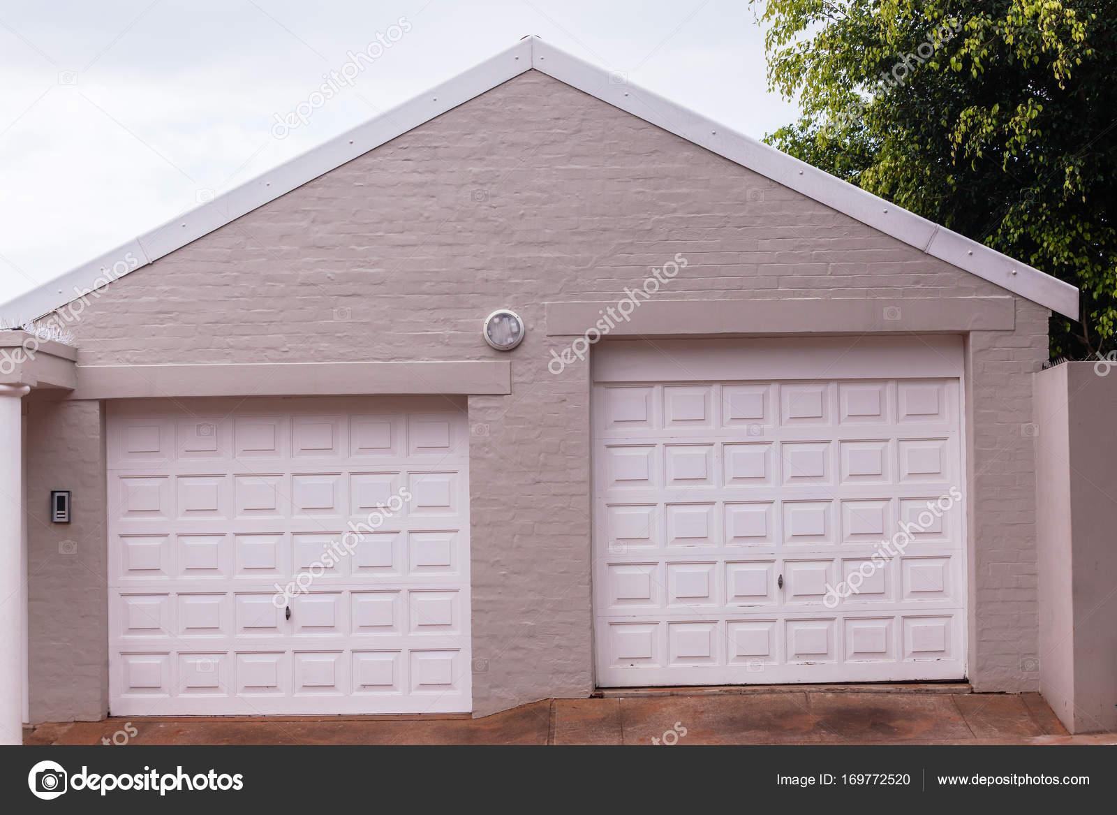 Double garage portes entr e photographie for Telecharger gad garage