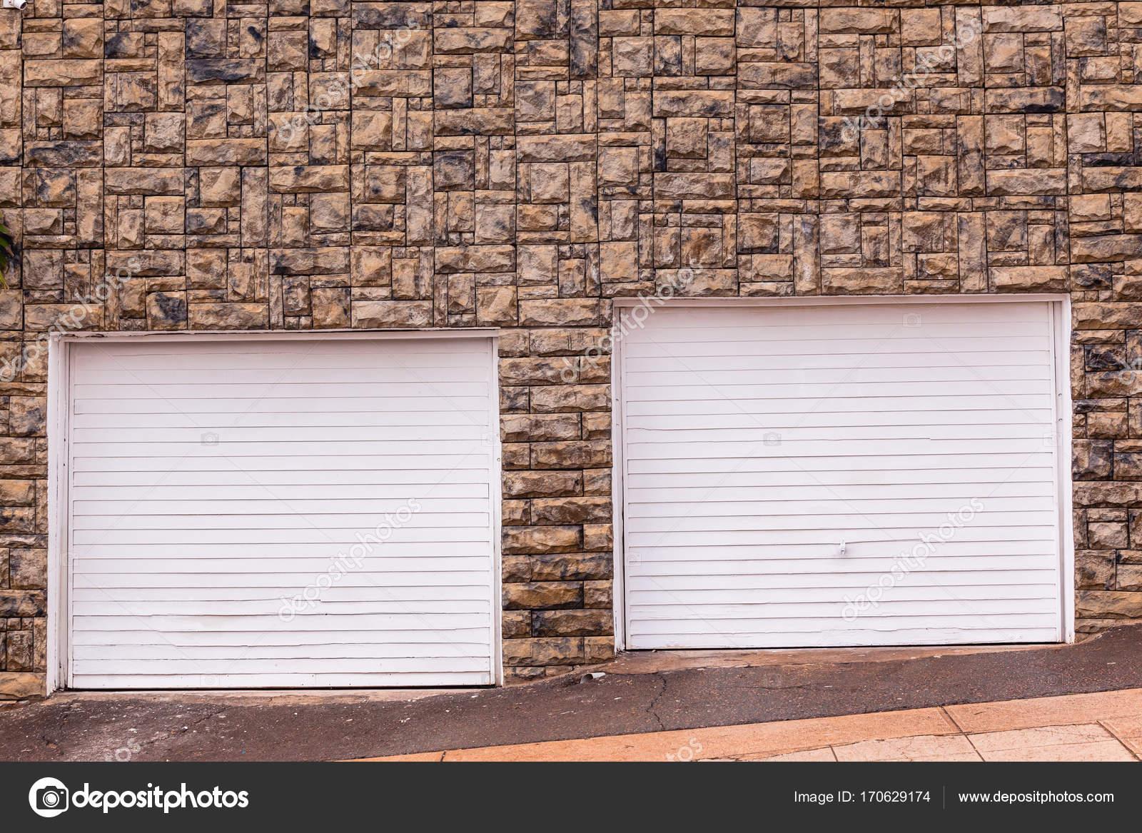 Porte da garage wall decor road u2014 foto stock © chrisvanlennepphoto
