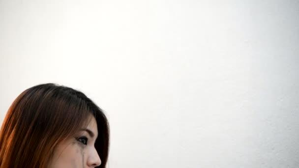 szomorú ázsiai nő, depresszió és szívfájdalom koncepció
