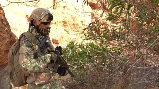 Katona különleges erők sivatagban katonai művelet, háborús téma