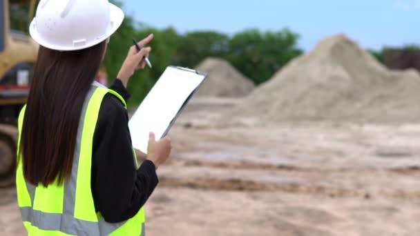 Ingenieurin auf der Baustelle, Industriekonzept