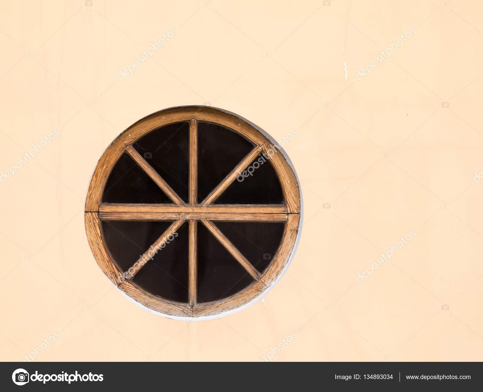 alte runde Fenster — Stockfoto © andreevaee #134893034