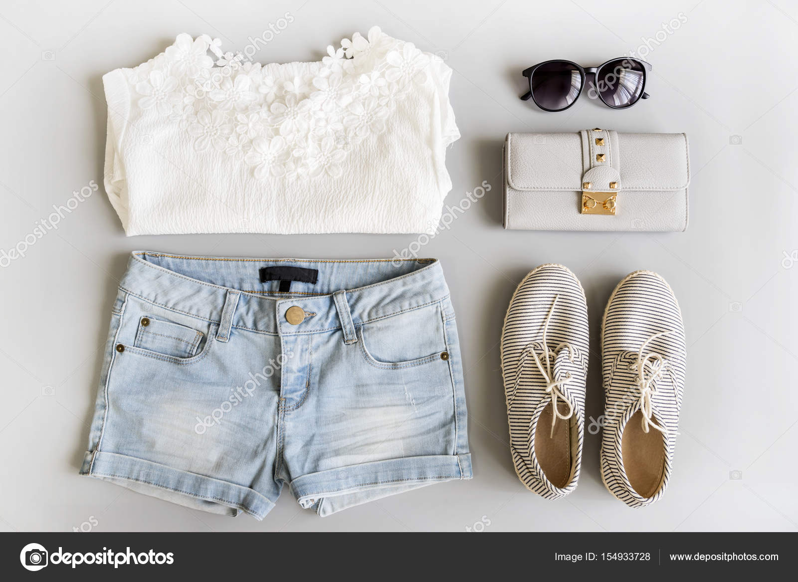 c0d3123c443d Conjunto de ropa de mujer moda verano endecha plana, vista superior — Foto  de Kitzcorner