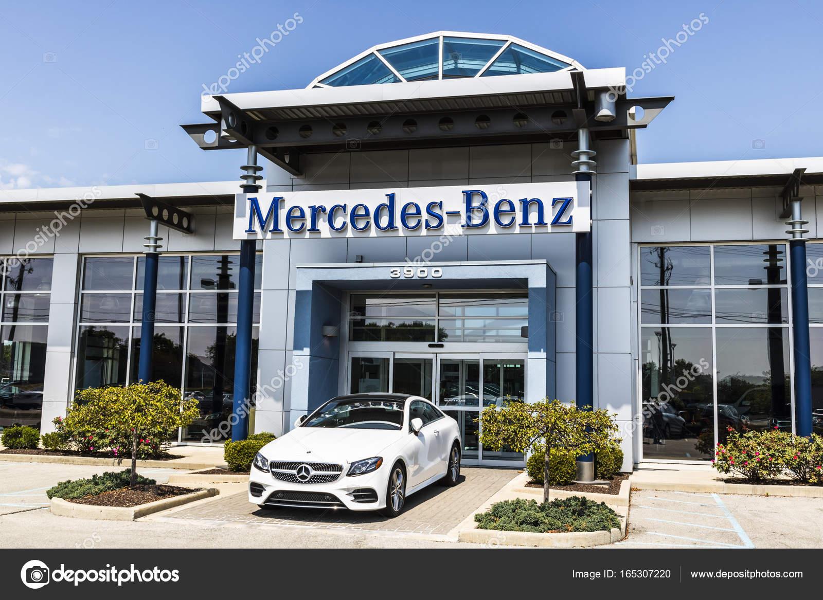 Indianapolis   Cerca De Agosto De 2017: Mercedes Benz Concessionária.  Mercedes Benz é Uma Fabricante De Automóveis Global E Uma Divisão De  Daimler Ag V ...