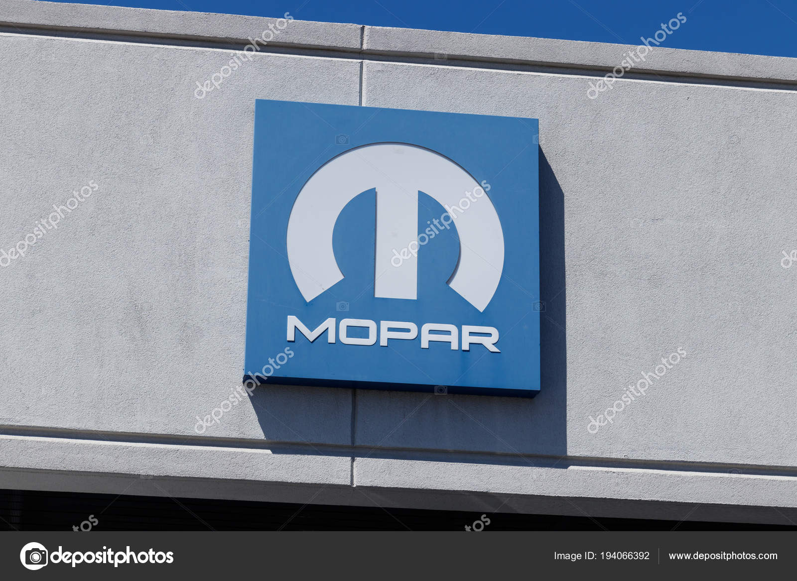 Lafayette Circa April 2018 Mopar Auto Logo Mopar Is Een
