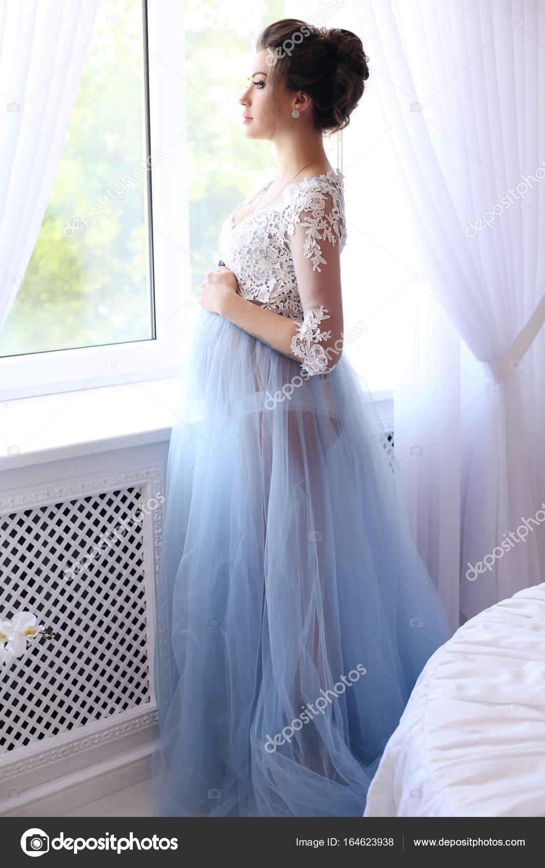 Εσωτερικό φωτογραφία μόδας πανέμορφη έγκυος γυναίκα σε κομψά ρούχα — Εικόνα  από Slava 14 f92b749c3b0