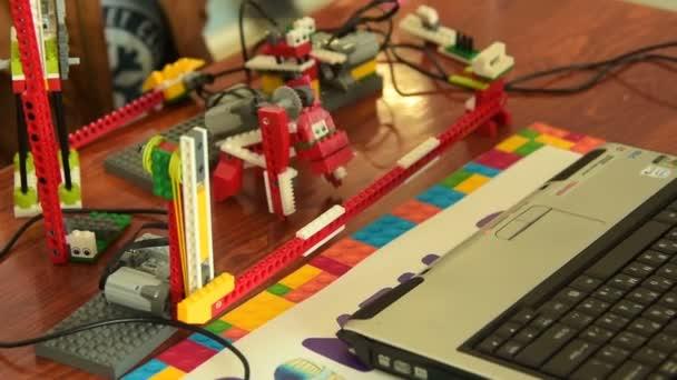 Zvířecí robot v akci. Studium robotiky ve škole