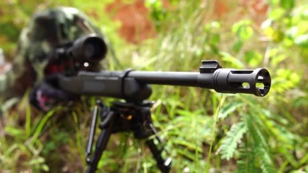 Hunter pisztollyal lövöldözés szabadban