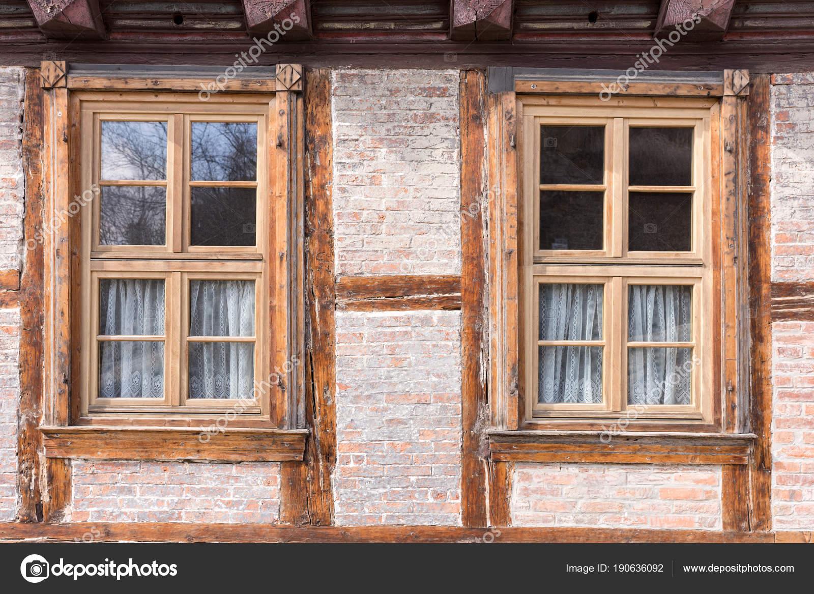 Turbo Zwei Fenster Einem Halben Fachwerk Fachwerkhaus — Stockfoto LD13