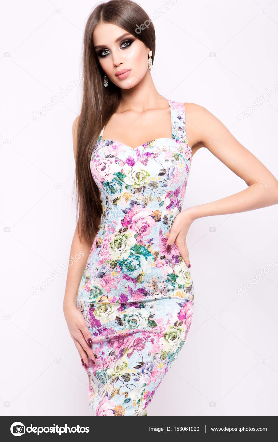 Vestidos de moda para mujeres jovenes