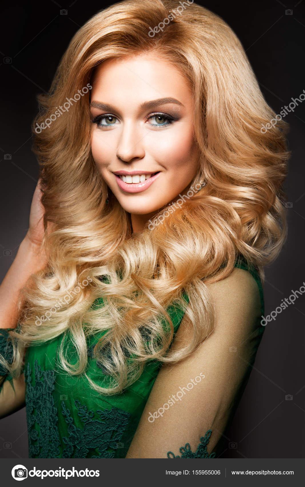 Гламурная сексуальная блондинка