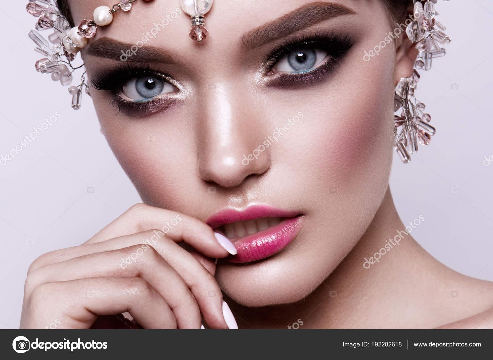 Porträt Einer Schönen Mode Brünette Braut Süß Und Sinnlich