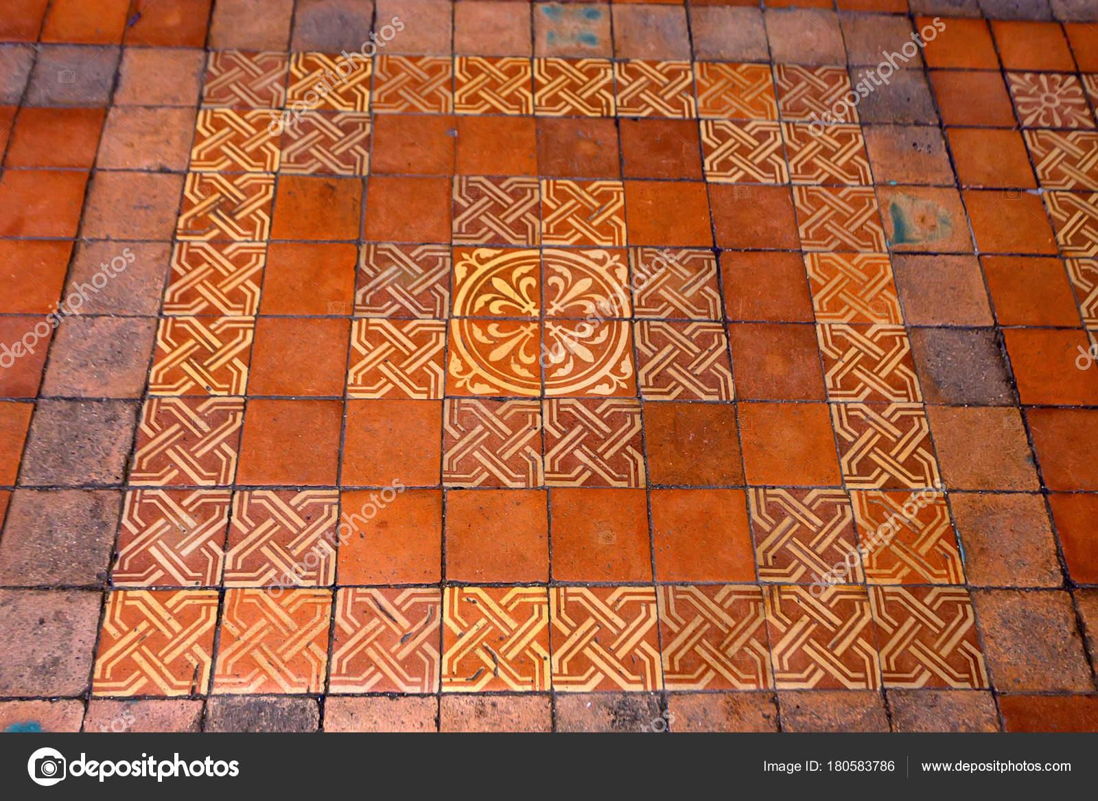 Blois francia circa giugno 2014: mattonelle di pavimento