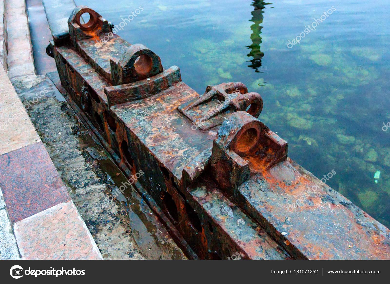 Ржавый причал на пирсе закрыть — Стоковое фото © Yakov_Oskanov