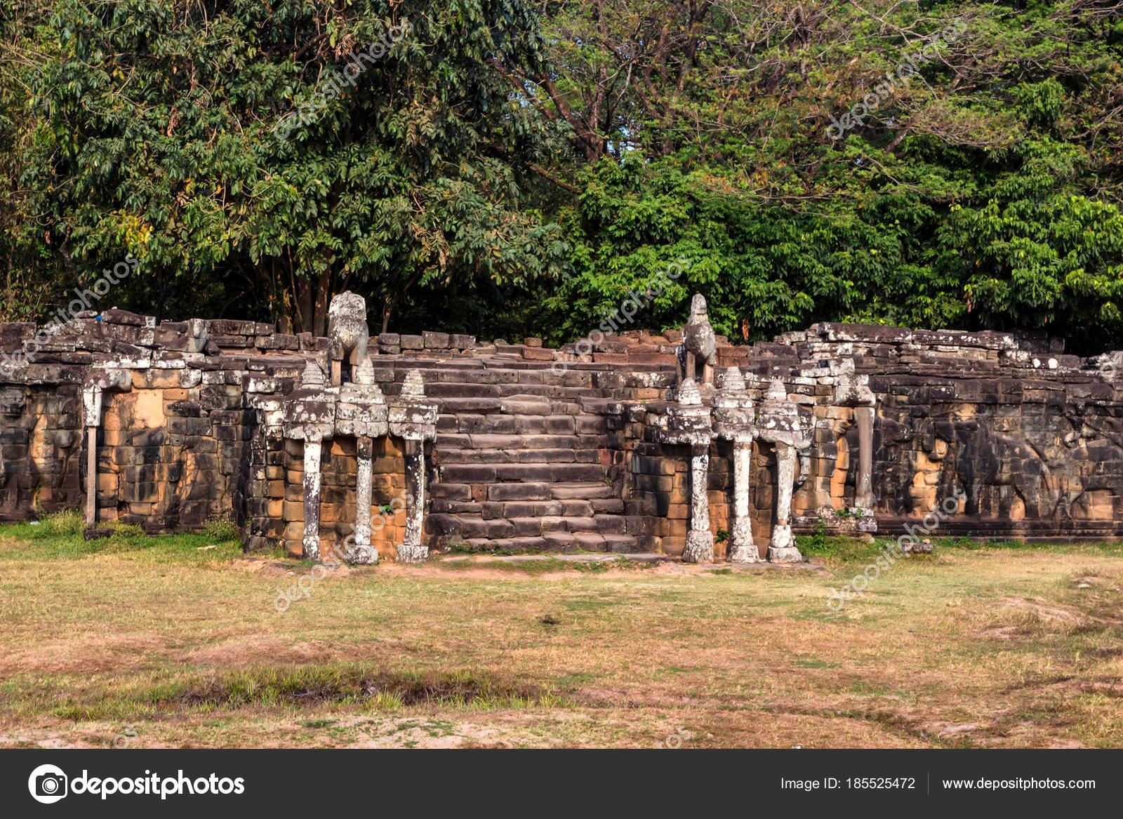 Terraza De Los Elefantes En Angkor Thom En Camboya Foto De