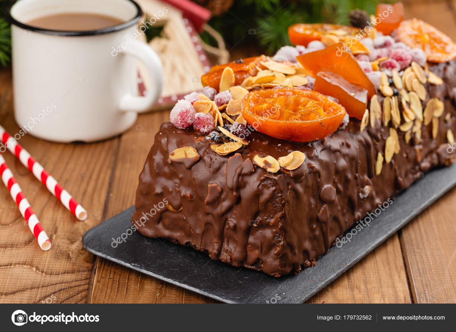 Traditionelle Weihnachts Obst Kuchen Pudding in Schokoladenglasur ...