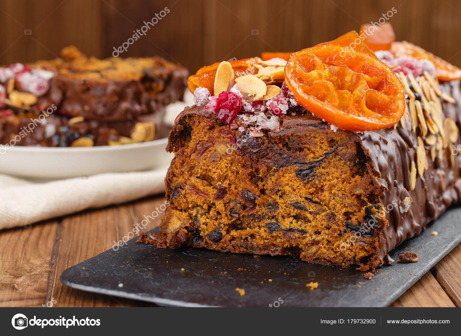 Geschnitten Sie traditionelle Weihnacht Obst Kuchen Pudding in ...