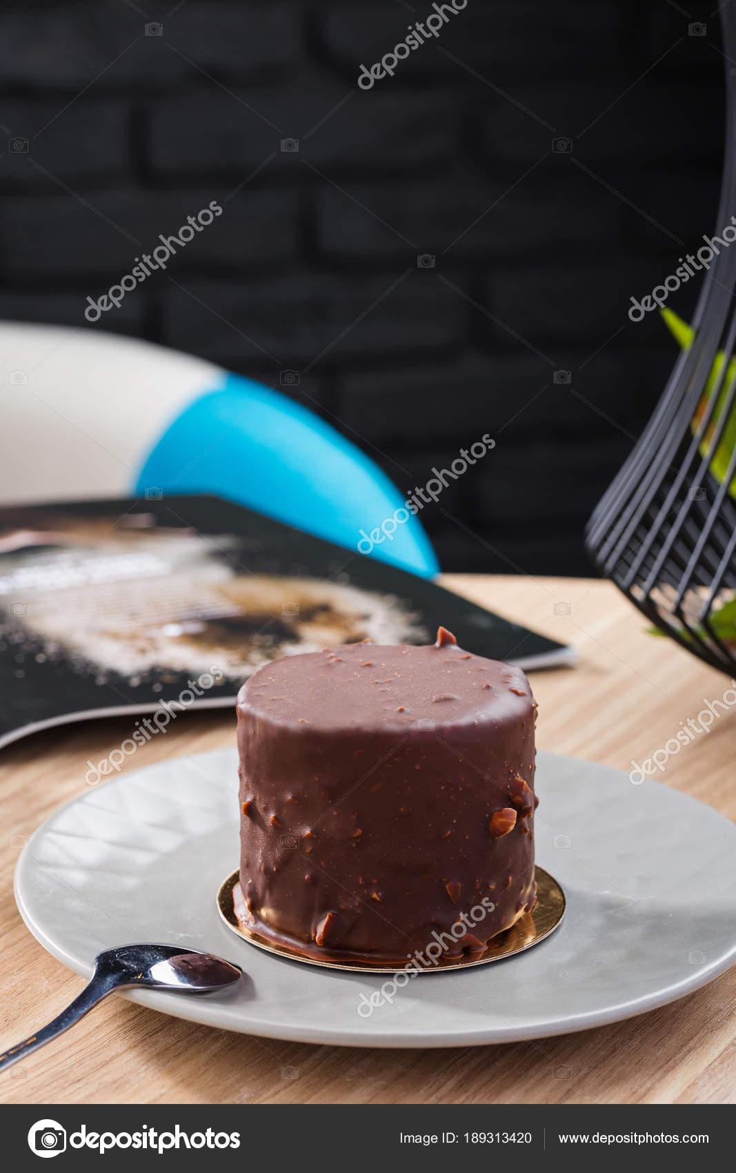 Mini Mousse Kuchen Mit Schokoladenglasur Auf Graue Platte Bedeckt