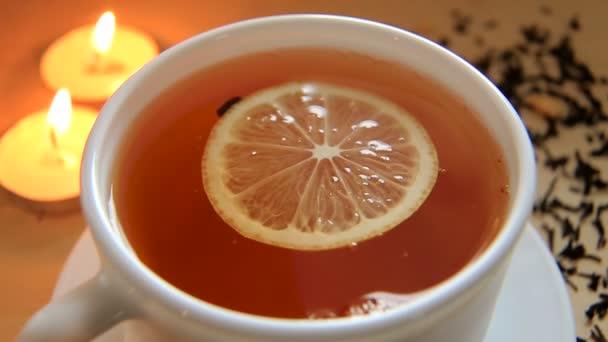 Šálek horkého čaje černé