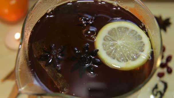 Černý čaj v glass varná konvice
