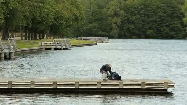 Öreg, horgászat a mólón való felkészülés