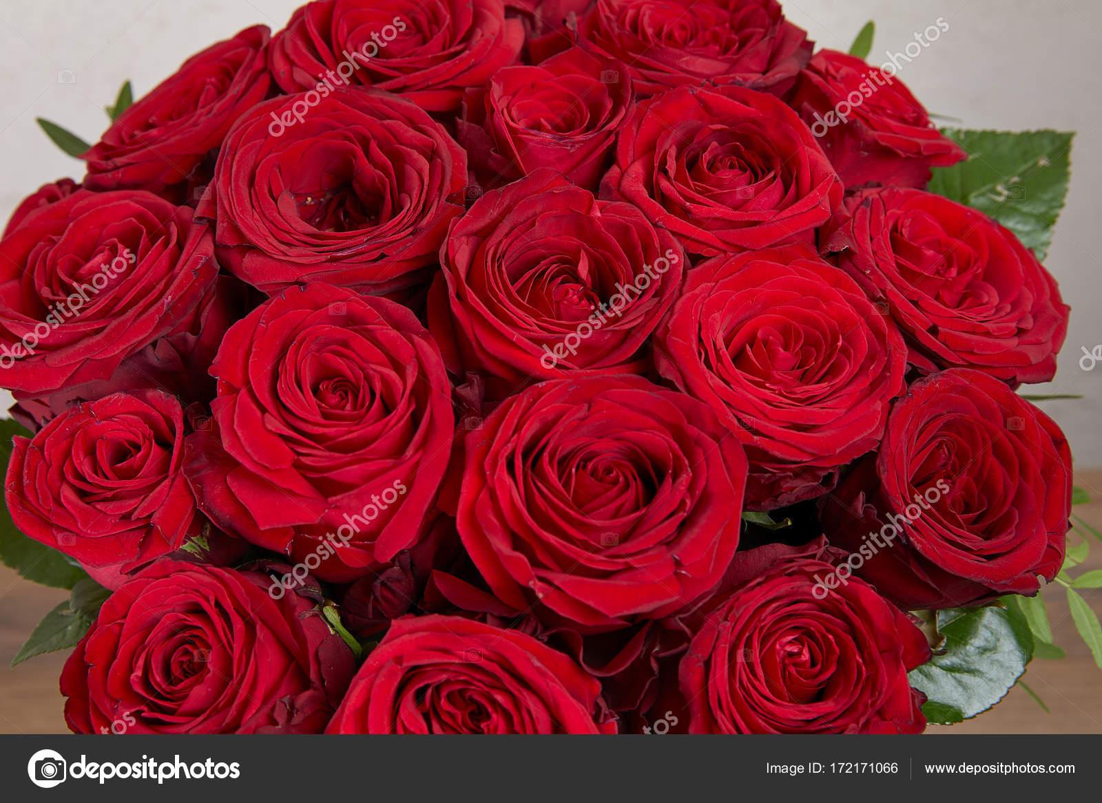 Hermoso Ramo Rosas Rojas Fotos De Stock C Nikolodion 172171066